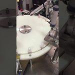 automatyczna maszyna do napełniania i zamykania balsamów do małych butelek